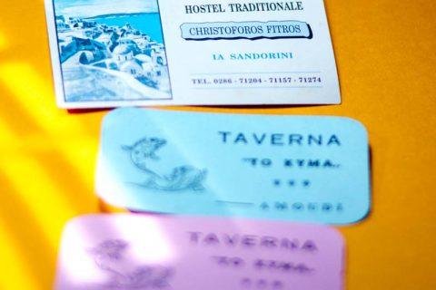 イアの村のタベルナと部屋の名刺